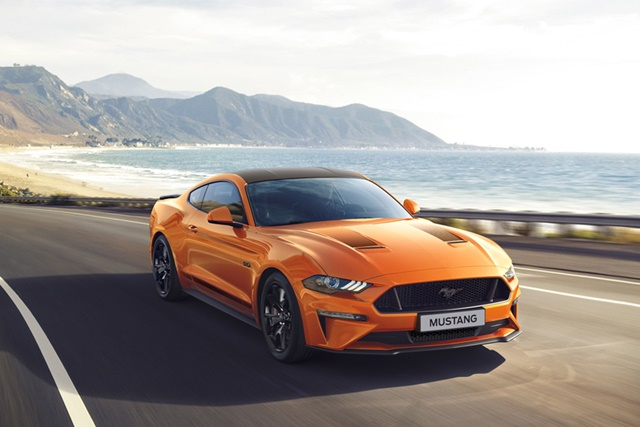 Ford Mustang 55 in Fahrt