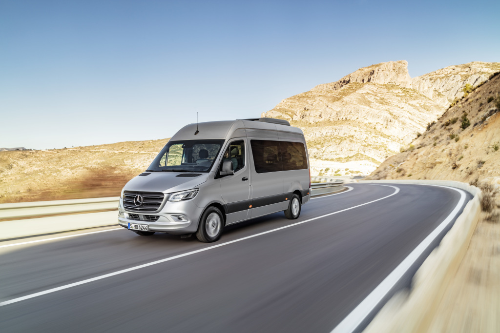 Foto Mercedes-Benz Sprinter Tourer – Exterieur, Brillantsilber Metallic, Hinterradantrieb
