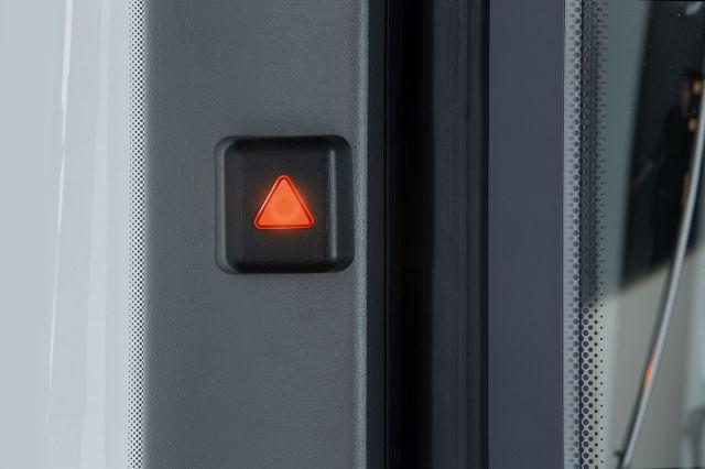 Foto Beim Abbiege-Assistent wird der Fahrer zunächst optisch informiert, wenn sich ein bewegliches Objekt in der rechten seitlichen Überwachungszone befindet