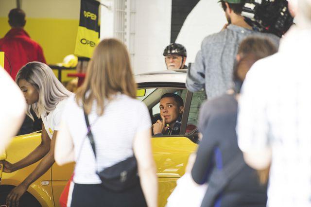 "Foto Mercedes-Benz Markenbotschafter Felix Jaehn bei Drehaufnahmen zur ""AutoAuto ShowShow"" in Berlin."