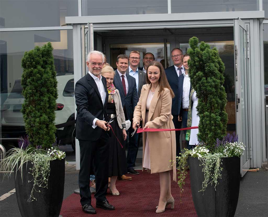 Anna und Rolf Nagel bei der Eröffnung von Auto Nagel Borgholzhausen